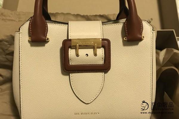 巴宝莉金属外观的包包回收价格是多少?