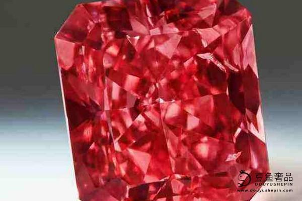 在珠宝市场上红钻石的回收价格比其他钻石高吗?