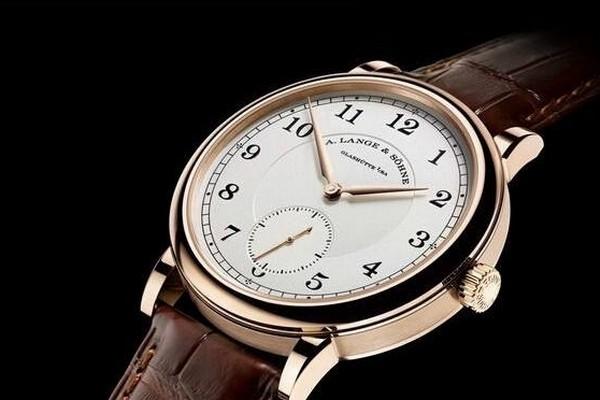 佩戴了一年的百年灵手表能回收多少钱?